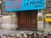 France Greenpeace déverse cinq tonnes têtes thon devant ministère pour inciter fermeture pêche