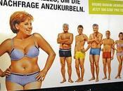 Affiche Merkel maillot bain 100m2 champs Elysées allemandes..