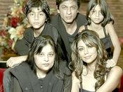 Shahrukh Khan pose Famille