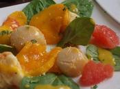 Salade tiède Saint-Jacques langouste mangue pamplemousse
