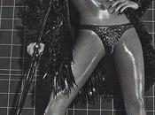 Rihanna enlève haut pour Vogue Italie