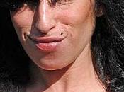 Winehouse fait refaire seins