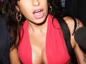 Winehouse souhaite avoir implants fessiers