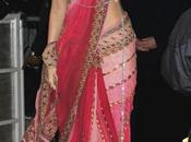 Sari attitude.... Rani, Lara, Karisma, Kareena, Deepika...
