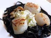 Fettucine l'encre seiche, Saint-Jacques fondue poireaux-échalotes