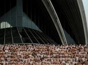 personnes nues devant l'opéra Sydney
