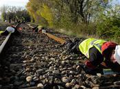 Déchets nucléaire Greenpeace démonte rails entre Tricastin gare Pierrelatte