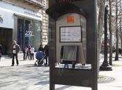 Orange lance cabine téléphonique multimédia