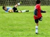 Foot organise camps d'entraînement pour jeunes footballeurs