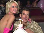 Paris Hilton sort avec fiancé