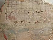 Salle vitrine bas-relief 11247