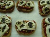 Bruschetta tomates mozzarella pignons