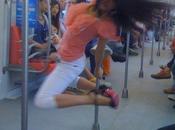 Pole dance dans métro Nankin