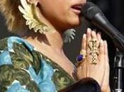 Erykah Badu blonde platine iroquois