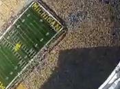Parachuté dans stade Michigan