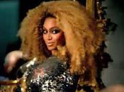 Beyoncé milieu d'autres stars pour défilé Ford (vidéo)