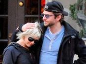 Bradley Cooper Renée Zellweger échappé flammes plein Golden Globes