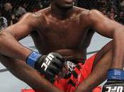 Jones blessé retire combat contre Rashad Evans l'UFC 133. Phil Davis remplace