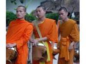 offrandes Moines Laos