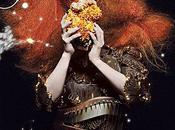 Björk revient avec single Crystalline