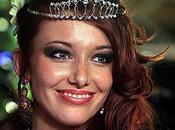 Delphine Wespiser élue Miss France 2012 après Laury Thilleman 2011