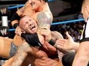 Randy Orton balancé dans escalier Wade Barrett