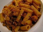 Rigatoni aubergines, sauce tomate, mozzarella, saucisse poulet (Jamie Oliver)