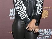 Rihanna rend hommage