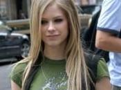 Avril Lavigne Elle touche seins copine
