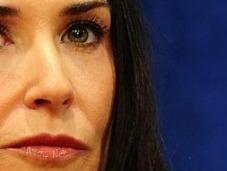 Demi Moore couple avec plus jeune qu'Ashton?