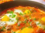 Tajine Kefta oeufs, marocain (Moroccan spicy meat balls)