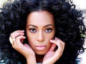 "Solange chante ""Losing You"" Grand Journal"