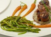 Aiguillettes canard, sauce champignons porto, asperges sauvages carottes nouvelles