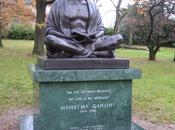 africains accusent indiens racisme refusent statue ghandi dans leur pays