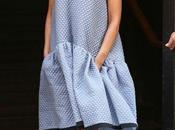 robe oversize Victoria Beckham dans rues York...