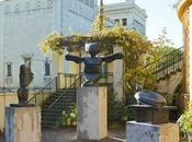 Trois sculptures Ernst dans jardins Maison Lenbach