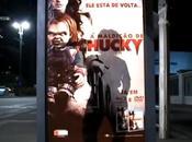 poupée Chucky terrorise gens arrêt