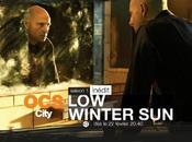 """""""Low winter sun"""" personnages damnés dans ville exsangue"""