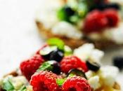 quatre heures C'est bonne heure pour goûter fraîcheur… Tartine ricotta, p'tits fruits, miel menthe