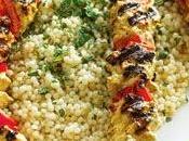 Brochettes poulet marinées avec yogourt Couscous Marocain
