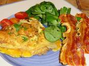 Omelette lard, salade mache, tomates cerises fines tranches lard grillees