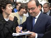 François Hollande signe d'excuse pour lycéen