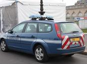 Ivre, tente violer voiture gendarmerie (Brest)
