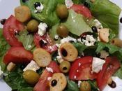 Salade d'épinards, tomates, feta olives vertes