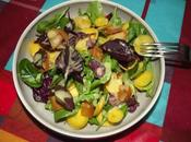 Salade d'amarante rouge, carottes jaune roquette avec vinaigrette miel