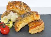 Chaussons farcis poivrons thon sandwichs végétariens allumettes fromage.