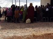dizaines milliers civils fuite piégés dans Man's Land entre Syrie Jordanie