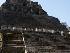Xunantunich: découverte plus grand tombeau maya Belize