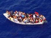 Libye migrants attendent gagner l'Italie