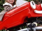 Grand-père veut petits-enfants rendent visite plus souvent, construit incroyables montagnes russes dans jardin
